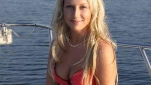 Jolie Blonde cherche Brun sexy