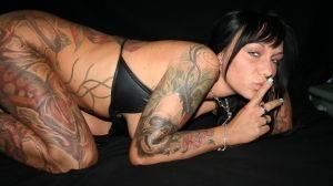 Salope tatouée cherche plan cul hardcore !