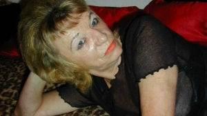 56 ans, très sexy et affamée