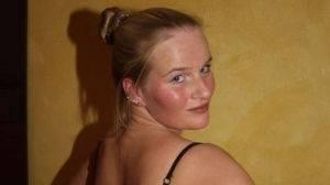 Jeune blonde à gros seins pour baiser !